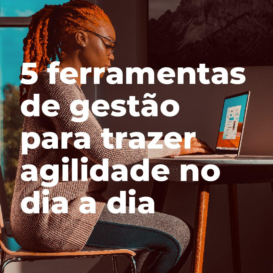 #PraCegoVer #PraTodesVerem: A postagem traz uma sequência de imagens. A primeira mostra uma mulher negra de dreads sentada em uma cadeira e mexendo no computador. Está escrito o texto